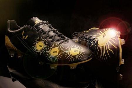 Los Nuevos Guayos De Messi Son Ba  Ados En Oro